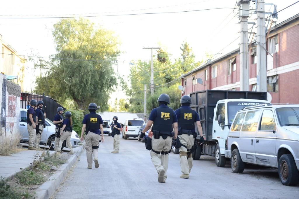 policias, pdi en poblacion